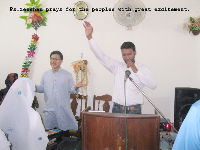 ps-zeeshan-prays-for-the-peoples-with-great-excitement-copy